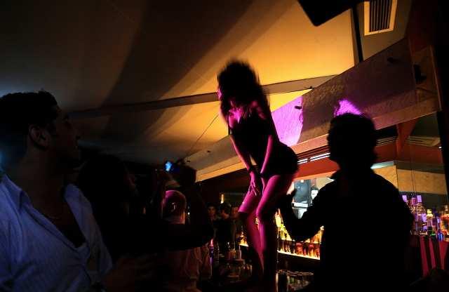 Pamela anderson nude for hugh hefner pics 91
